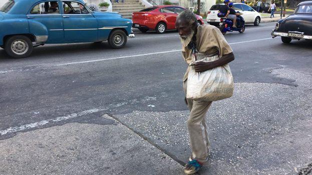 """La socióloga Elaine Acosta considera que el aumento de las pensiones """"no impactará"""" en los ancianos, un grupo tradicionalmente vulnerable. (14ymedio)"""
