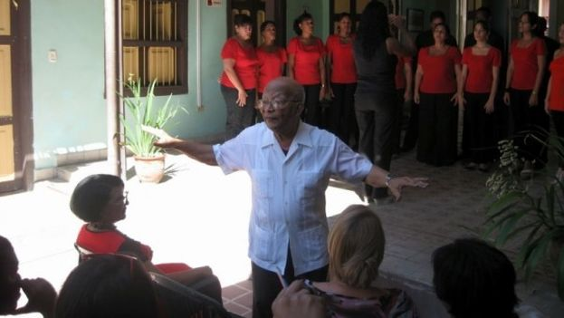 Electo Silva Gaínza durante un homenaje en una Unión de Escritores y Artistas de Cuba. (UNEAC)