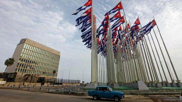Los principales servicios consulares de la Embajada de Estados Unidos en La Habana permanecen paralizados. (Twitter)