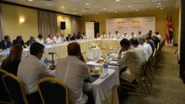 Encuentro este lunes entre los ministros españoles de Economía e Industria con distintos mandatarios cubanos en La Habana. (Ministerio de Economía y Competitividad)
