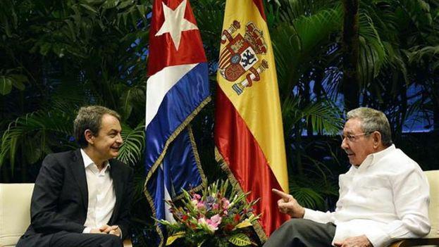Encuentro entre Rodríguez Zapatero y el presidente Raúl Castro. (EFE/Estudios Revolución)