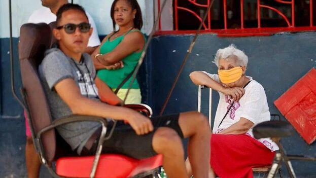 Los datos de la última Encuesta Nacional sobre Envejecimiento de la Población en Cuba publicados en 2019 confirman los impactos de esta crisis sobre las personas mayores. (EFE)