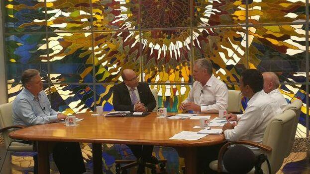 el ministro de Energía y Minas, Raúl García Barreiro, acompañó a Miguel Díaz-Canel en la segunda intervención en la Mesa Redonda para evaluar la falta de combustible y proponer medidas de ahorro.