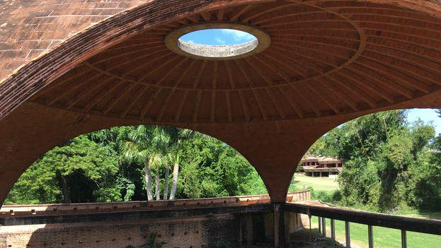 Las cúpulas de las Escuelas Nacionales de Arte, uno de sus símbolos, no escapan al deterioro. (14ymedio)