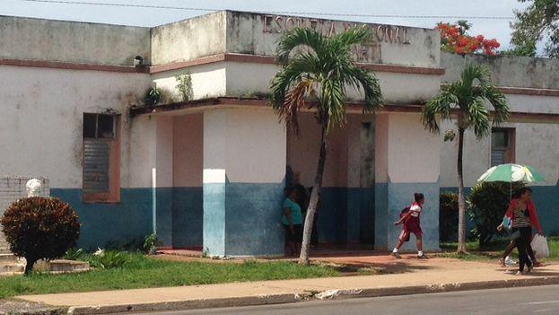 Escuela de primaria en Candelaria donde estudió Alejandro Barrios. (14ymedio)