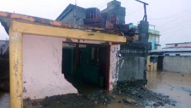 Etecsa ha procedido también a retirar teléfonos públicos en territorios con peligro de inundación o penetración del mar. (Radio Baracoa)