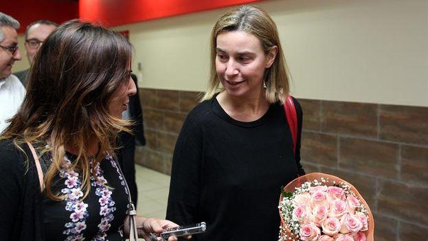 Federica Mogherini a su llegada al aeropuerto de La Habana. (EFE/Alejandro Ernesto)
