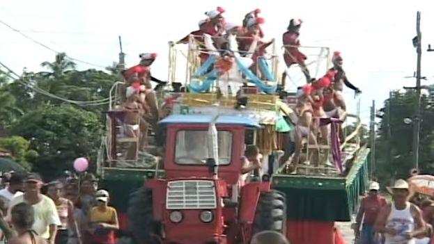 Festejos de los carnavales en Céspedes, Camagüey. (Fotograma)