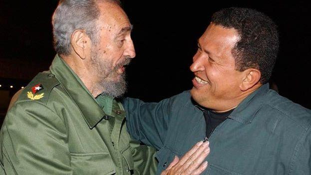 Fidel Castro y Hugo Chávez juntos en 2002. (EFE)