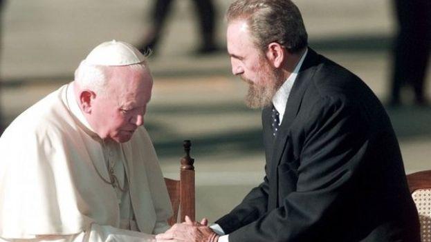 Fidel Castro durante la visita del papa Juan Pablo II a Cuba en 1998. (Cubadebate)