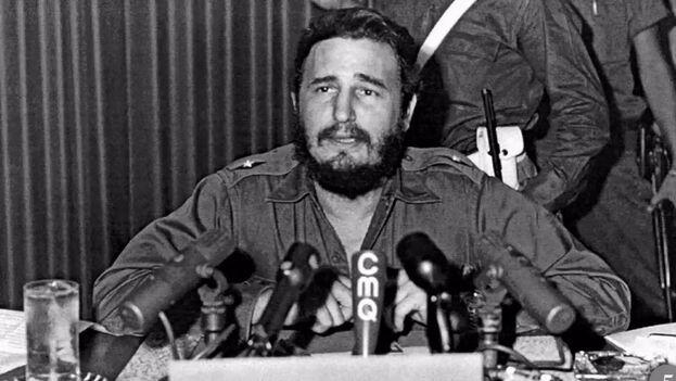 """En abril de 1959 Fidel Castro participó en el programa Ante la Prensa de 'CMQ-TV' y aseguró que """"Cuando se empieza a clausurar un periódico, no se podrá sentir seguro ningún diario"""". (Archivo)"""