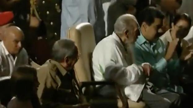Fidel Castro celebra sus 90 años en el Teatro Karl Marx.
