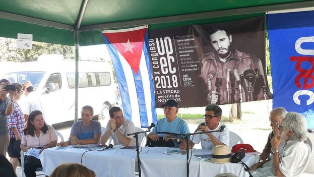 En cada kiosco cuelga una foto de Fidel Castro y para contar con más audiencias, varias escuelas de las zonas fueron convocadas a llevar sus alumnos. (14ymedio)
