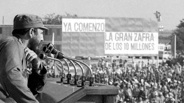 Fidel Castro promovió la zafra de los 10 millones de toneladas de azúcar 1969-1970. (Archivo)