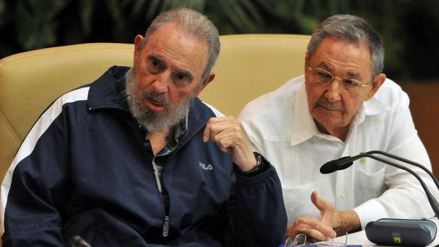 Fidel y Raúl Castro han dejado su apellido marcado a sangre y fuego en la historia cubana de los últimos sesenta años. (EFE)