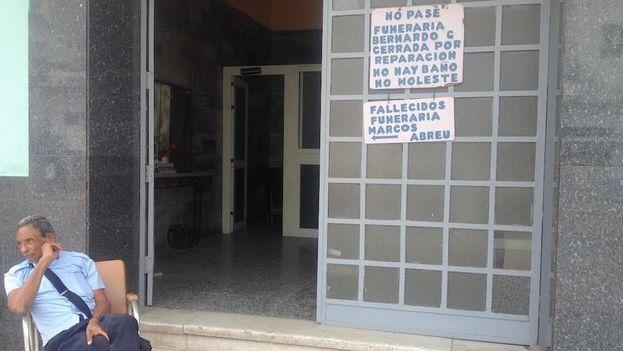 Funeraria Bernardo García cerrada por reparación. (14ymedio)