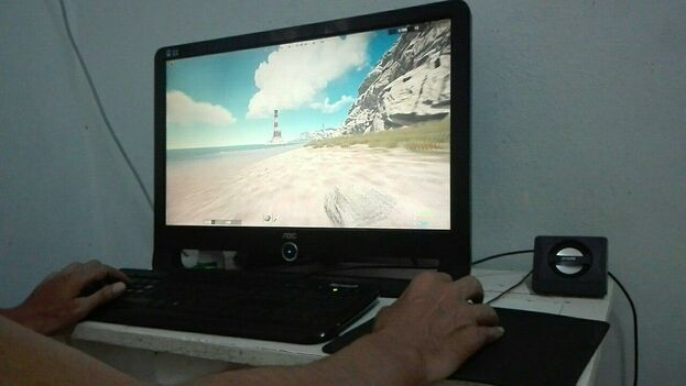 'Gamer' cubano jugando en linea conectado a la red nacional. (14ymedio)