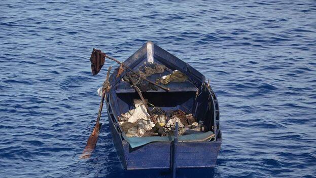 Uno de los botes interceptados por la Guardia Costera de EE UU este domingo. (US Coast Guard)