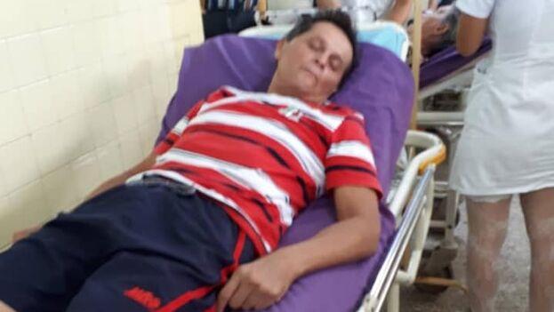 Al cumplir 40 días en huelga de hambre, el periodista y activista religioso Guillermo del Sol ha sido trasladado este viernes al mediodía al hospital Arnaldo Milián Castro de Santa Clara. (Facebook/Iliana Hernández)