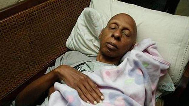 Guillermo Fariñas en huelga de hambre y sed. (Cortesía)