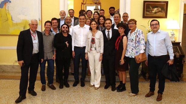 """""""Me he reunido en La Habana con la sociedad civil que quiere transformar #Cuba"""", dijo Pedro Sánchez en su cuenta de Twitter. (@sanchezcastejon)"""