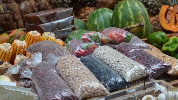 A partir de este 15 de agosto entrarán en vigor en La Habana precios máximos en los mercados agropecuarios manejados por cuentapropistas y privados. (Mreichwage)