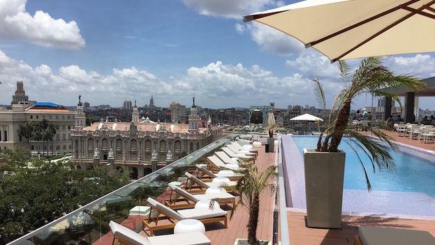 La terraza es el plato fuerte del hotel, con un paisaje espectacular sobre el Parque Central y varios edificios cercanos como el Capitolio. (14ymedio)
