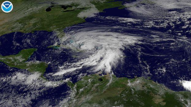 Huracán Sandy a su paso por el oriente de Cuba, octubre de 2012 (Foto: NOAA)