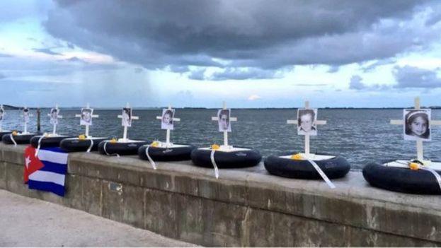 Imagen de un acto de homenaje a las víctimas del Remolcador 13 de Marzo en Miami. (Twitter)