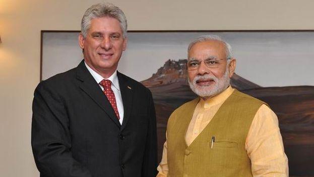 El primer ministro de la India, Narendra Modi, y el actual presidente cubano, Miguel Díaz-Canel duante una visita de este al país asiático en 2015. (Archivo)
