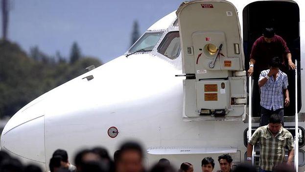 Según datos del Servicio de Inmigración y Aduanas de EE UU, ese país repatrió este viernes a dos mujeres cubanas que arribaron al Aeropuerto Internacional de Miami. (EFE/Archivo)