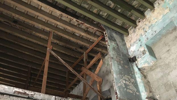 Interior de la vivienda en la calle Zulueta, que tiene 23 derrumbes parciales. (14ymedio)