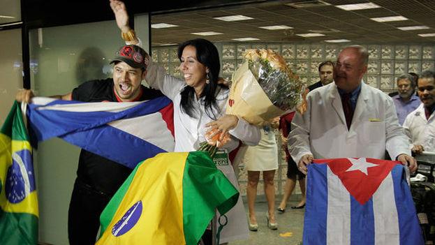 Jair Bolsonaro condicionó la permanencia de los cubanos en Mais Medicos a que recibieran el total de su salario, entre otras medidas (EFE)