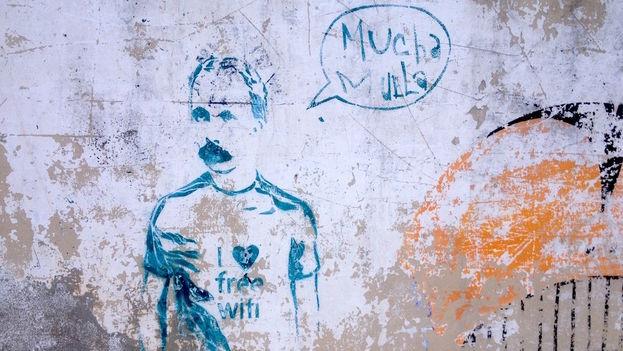 Un grafiti con la imagen de José Martí vestido con una moderna indumentaria reclama una internet libre para los cubanos. (14ymedio)