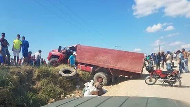 El vehículo volcó a la altura del barrio Fray Juan, Altos de Tití. (Sierra Maestra)