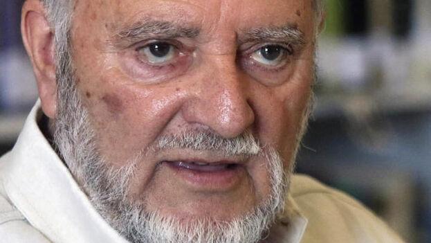Hace una semana Julio Anguita se sintió indispuesto en su casa, donde fue reanimado antes de ser trasladado al hospital Reina Sofía de Córdoba. (EFE)