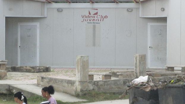 Video Club Juvenil en el reparto Vista Hermosa, Santiago de Cuba (Yosmany Mayeta)