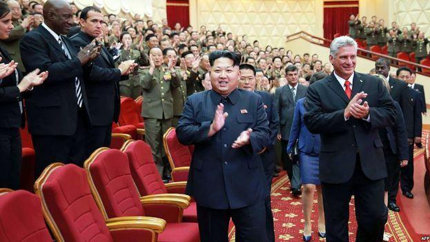 Kim Jong-un junto a Miguel Díaz-Canel en una de las pocas ocasiones que ha recibido a un líder extranjero. (EFE/Archivo)