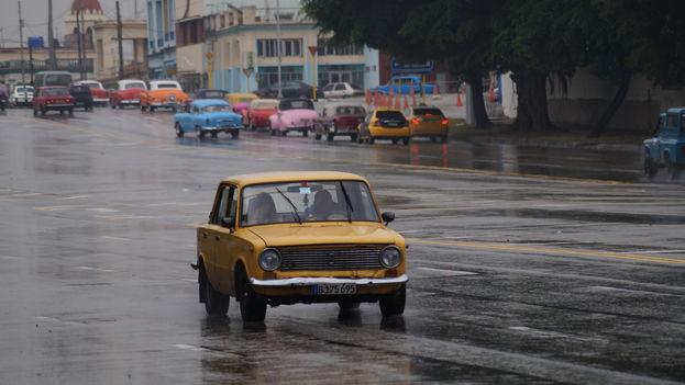 Los conductores cubanos se preguntan si los nuevos modelos de Lada, Vesta y Largus Cross, que llegarán pronto al país serán tan resistentes como sus antecesores. (Niek Van Son)