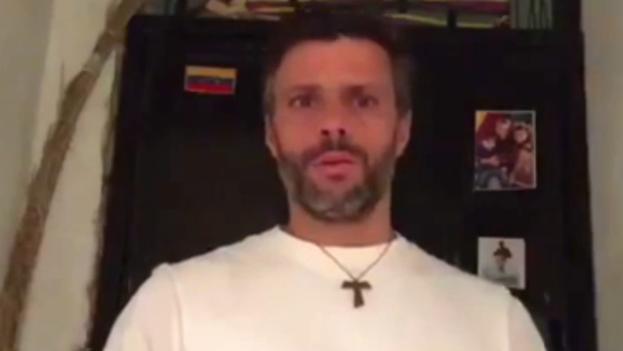 Leopoldo López declara su huelga de hambre en un video desde prisión. (Video de Leopoldo López)