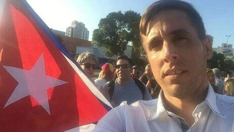 Lidier Hernández Sotolongo no pudo abordar su vuelo a Montevideo este sábado por estar 'regulado'. (facebook)