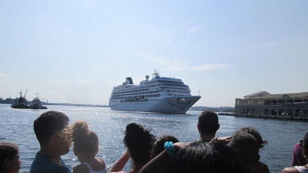 Llegada del crucero Adonia al puerto de La Habana. (14ymedio)