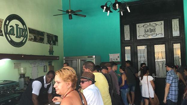 Barra de la cafetería del Restaurant La Luz. (14ymedio)