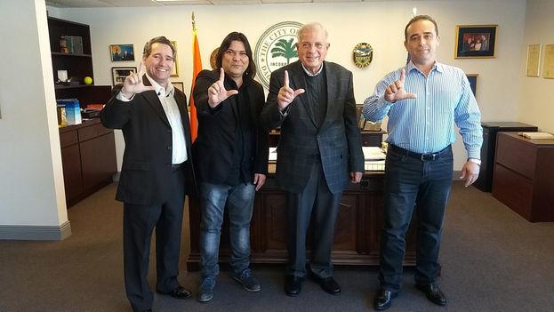 Eduardo Cardet Concepción, a la derecha de la imagen (oswaldopaya.org)