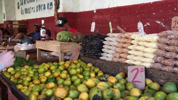 Mangos en un mercado de La Habana