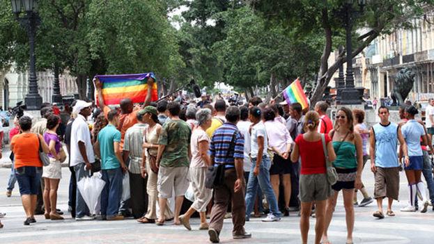 Marcha de Orgullo LGBTI en el Paseo del Prado de La Habana en 2011 (O. Pardo)