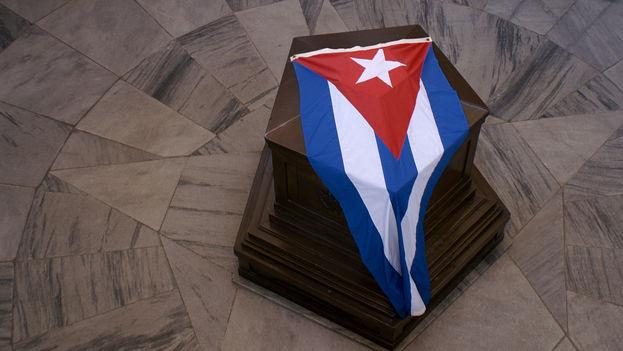 El mausoleo que guarda los restos de José Martí en el cementerio de Santa Ifigenia, Santiago de Cuba. (Marie, Flickr)