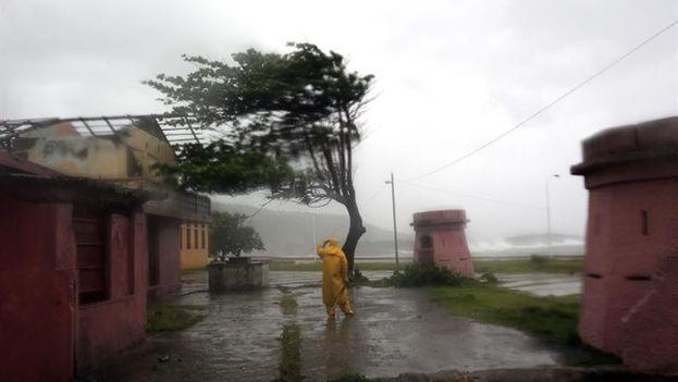 El huracán Matthew de categoría 4 azotó Cuba y otras islas del Caribe. (EFE)