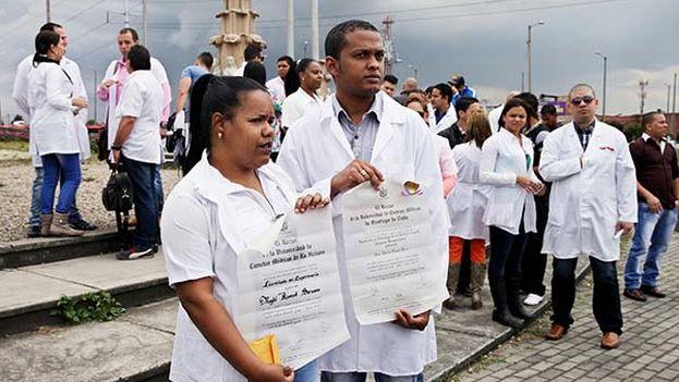 Médicos cubanos varados en Colombia a la espera de poder entrar en Estados Unidos. (EFE)
