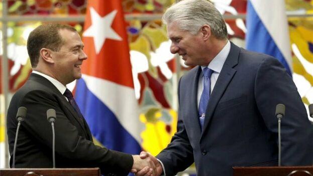 Durante la visita de Medvédev, Díaz-Canel aprovechó para anunciar que visitará Rusia a finales de este mes. (EFE)